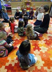 bawiące się dzieci, przedszkole